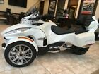 Can-Am Spyder® RT Limited 6-Speed Semi-Automatic (SE6) -- 2016 Can-Am® Spyder® RT Limited 6-Speed Semi-Automatic (SE6)  2500 Miles white p