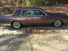 1989 Lincoln Town Car Signature Edition Classic luxury car, Brown Town Car Signature