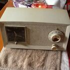 VINTAGE GE AM RADIO WITH CLOCK ALARM MODEL C-600A GENERAL ELECTRIC. NICE! WORKS!