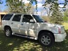 2004 Cadillac Escalade  2004 cadillac escalade awd white diamond 6.0 3rd row seating 2nd row captain